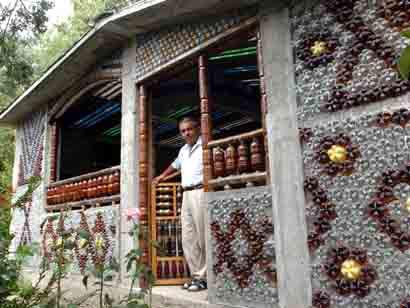 Ngôi nhà làm bằng chai nhựa