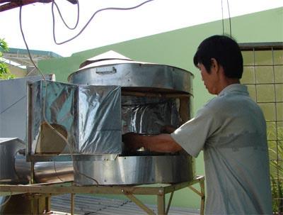 Một người dân TP.HCM tự chế tạo bếp năng lượng mặt trời