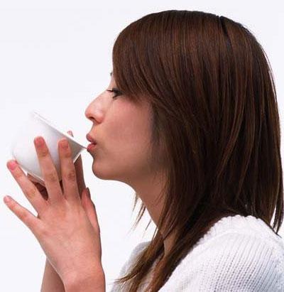 Uống trà quá nóng làm tăng nguy cơ ung thư họng