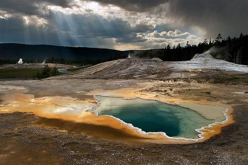 Suối nước nóng Yellowstone đầy vi rut