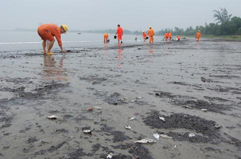 Vịnh Hạ Long ô nhiễm dầu nặng nhất cả nước