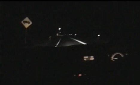 """""""Bóng ma"""" rượt đuổi lái xe trên đường cao tốc"""