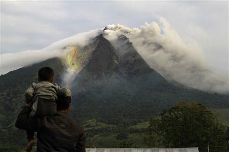 Núi lửa Indonesia thức giấc sau hơn 400 năm