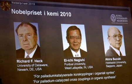 Ba nhà khoa học ẵm chung giải Nobel Hóa học