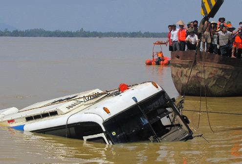 Làm thế nào để bạn thoát khỏi ôtô đang chìm?