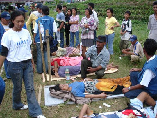 Số người chết vì sóng thần Indonesia tăng lên hơn 100
