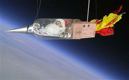 Chai nhựa đưa 'ông già Noel' lên trời