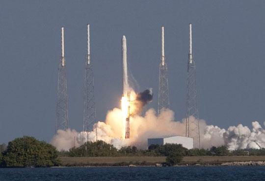 Khám phá tàu vũ trụ tư nhân đầu tiên vào không gian