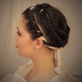 Phục dựng kiểu tóc trinh nữ canh lửa thần La Mã