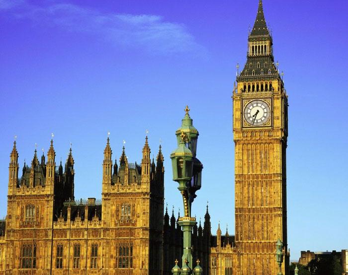 Tháp đồng hồ Big Ben đang nghiêng 46cm