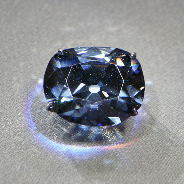 Lời nguyền huyền bí từ các viên đá quý
