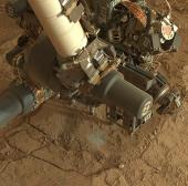 """Robot của NASA khoan tìm """"kho báu"""" trên sao Hoả"""