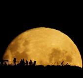 Ghi hình mặt trăng khổng lồ