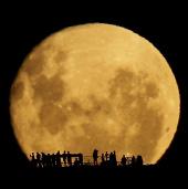 Video: Ghi hình mặt trăng khổng lồ