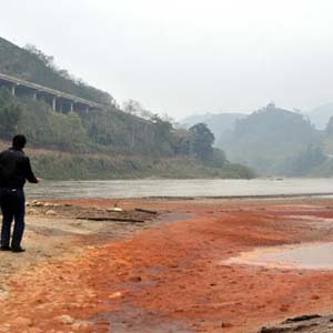 Nước sông Hồng qua Yên Bái bị nhiễm chì độc hại