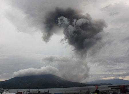Video: Núi lửa phun trào dữ dội tại Nhật Bản