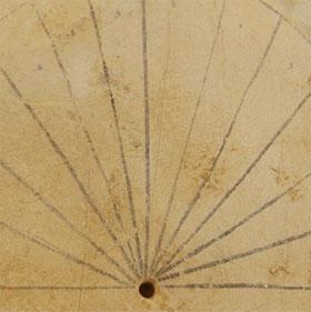 Phát hiện chiếc đồng hồ Mặt Trời cổ nhất ở Ai Cập