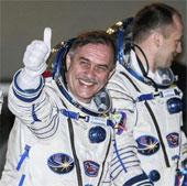 Kỷ lục mới về đi bộ ngoài không gian