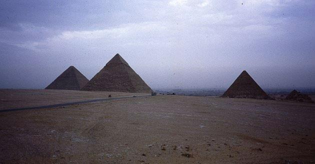 Phát hiện 17 kim tự tháp ẩn mình dưới cát