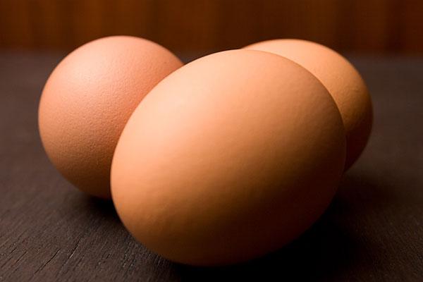 Tại sao hai đầu quả trứng lại to, nhỏ khác nhau?