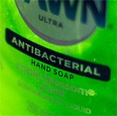 Xà phòng diệt khuẩn có an toàn?