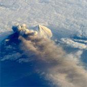 Ngắm núi lửa Mỹ phun từ vũ trụ