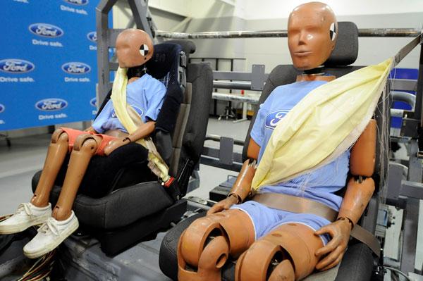 """Ford ra mắt """"đai khí an toàn"""" dành cho ôtô"""