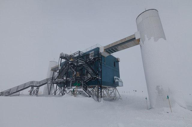 Viễn vọng kính băng nghiên cứu vật chất tối