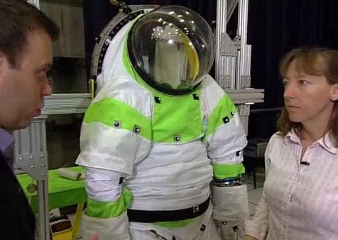 Video: Giới thiệu mẫu áo mới cho các phi hành gia