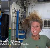 Video: Nữ phi hành gia gội đầu trong vũ trụ