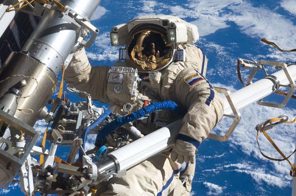 Hai phi hành gia Nga sắp đi bộ ngoài không gian