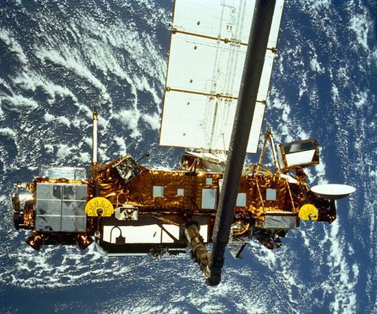 Rác vũ trụ nặng hơn 6 tấn sắp rơi xuống trái đất