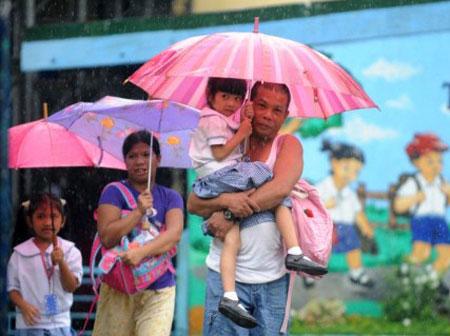 Hơn 100.000 người Philippines sơ tán vì bão
