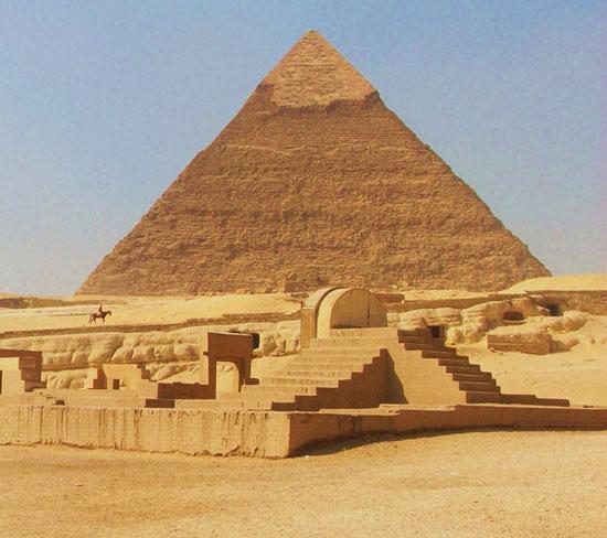 """Bùa chú trên kim tự tháp """"thiêng"""" như thế nào?"""