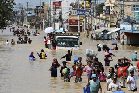 Bão lũ dữ dội tại châu Á, hơn 600 người chết và mất tích