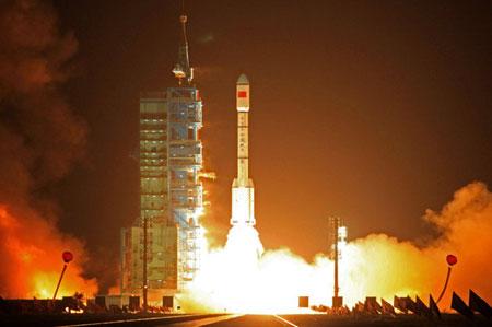 Tên lửa Trung Quốc bay trên nền nhạc Mỹ