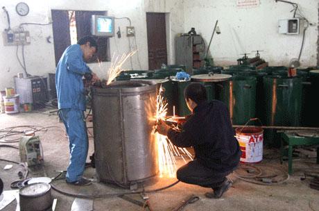 Chế tạo bếp hóa khí đốt rơm rạ không khói muội