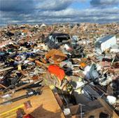 Video: Lốc xoáy tàn phá Mỹ