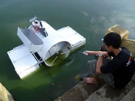 Máy tự động vớt rác trên mặt nước