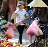 Người Hà Nội thờ ơ với việc hạn chế dùng túi nilon