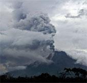 Núi lửa Indonesia lại cựa mình