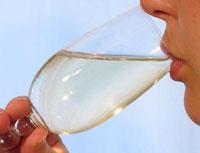 Uống rượu điều độ giảm nguy cơ mất trí nhớ