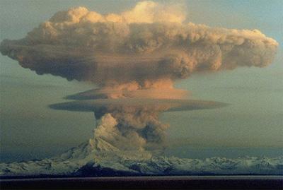 Khói bụi núi lửa giống nổ bom nguyên tử