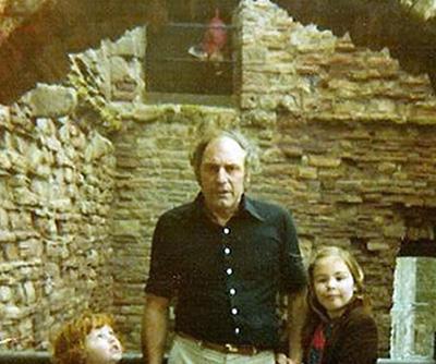 """Bức ảnh """"ma"""" thứ hai tại lâu đài cổ ở Scotland"""