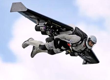 'Người phản lực' bay qua eo biển