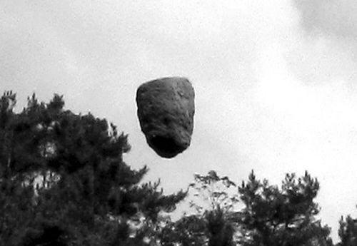 """Phát hiện """"tảng đá bay"""" tại Trung Quốc"""