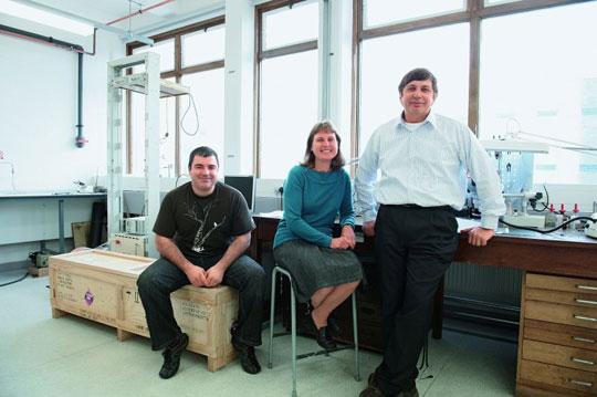 Hé lộ bí mật nhà vật lý Nobel 2010