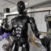 Anh phát triển bộ quân phục chống vũ khí sinh, hóa học