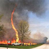 Hiện tượng vòi rồng lửa đáng sợ xuất hiện ở Mỹ