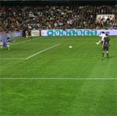 Sút phạt penalty khó cản phá cỡ nào?